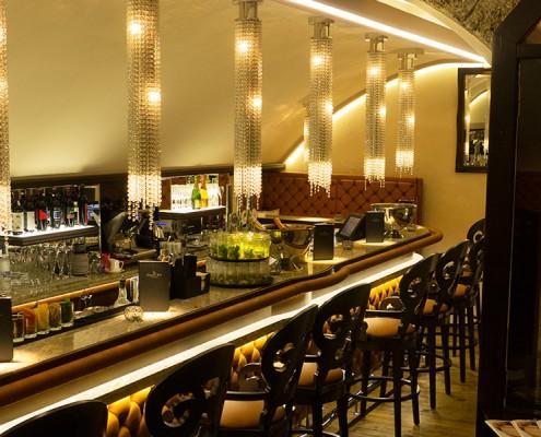 Dinner Bar im Elefant Kristall Totale